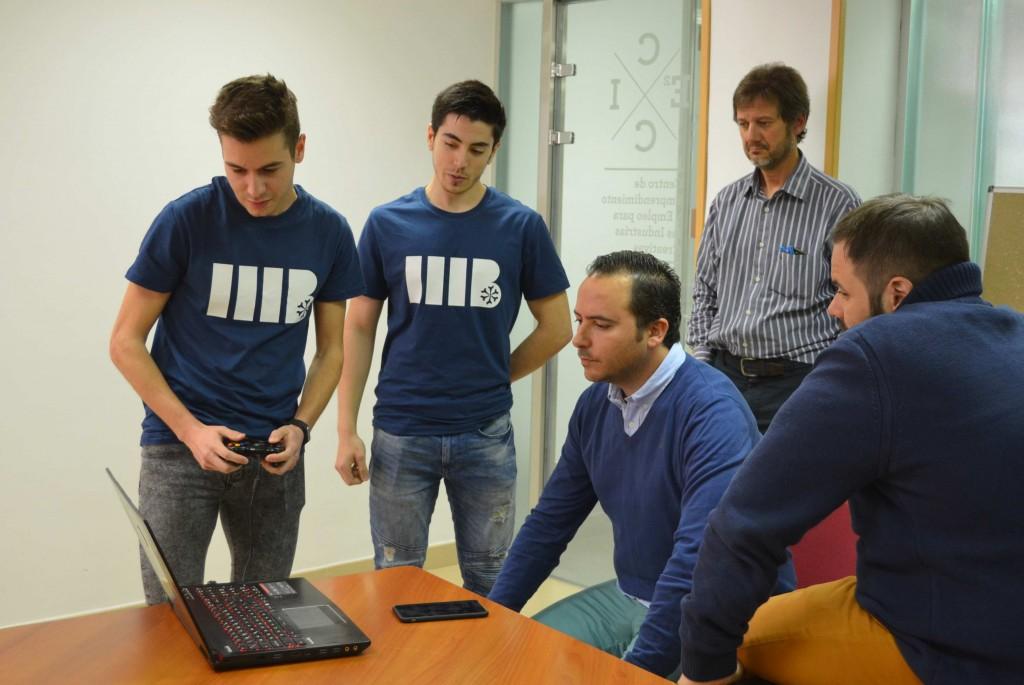 ESNE muestra sus videojuegos a Roberto Yeste