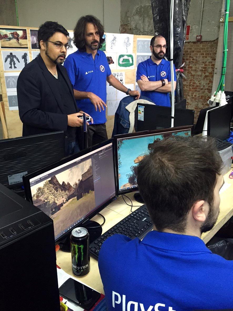 Shahid Ahmad juega a los videojuegos de PS Talents Games Camp