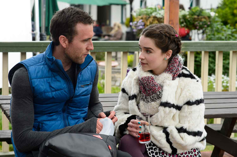 Matthew Lewis y Emilia Clarke en Antes de ti