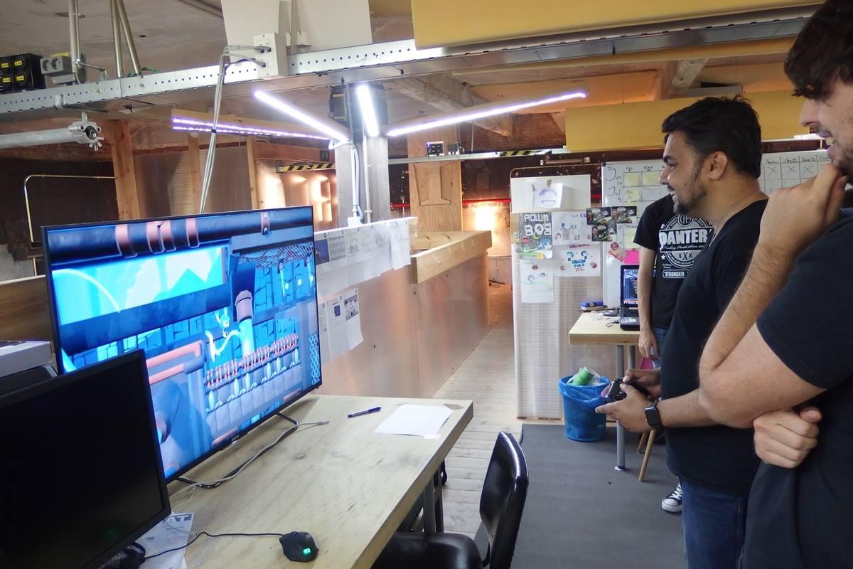 Shahid Ahmad visita a Moon Factory