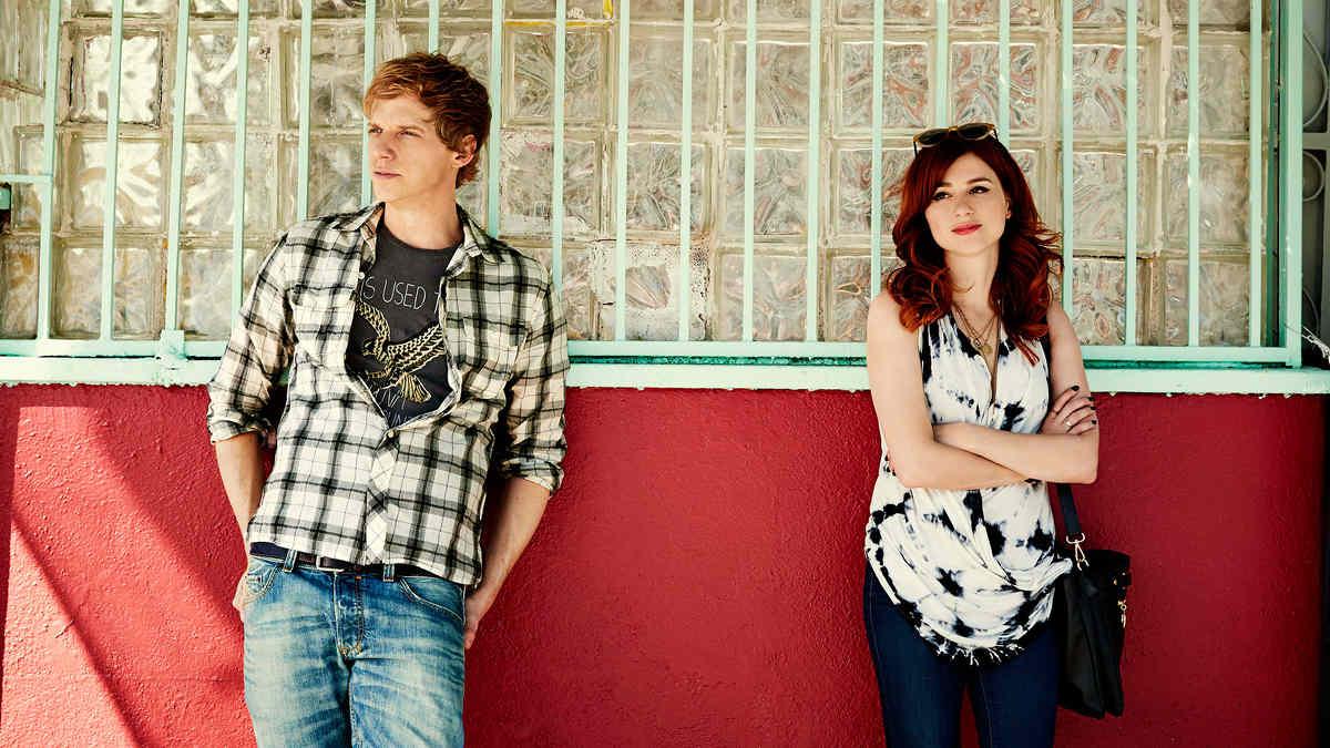 Chris Geere y Aya Cash.
