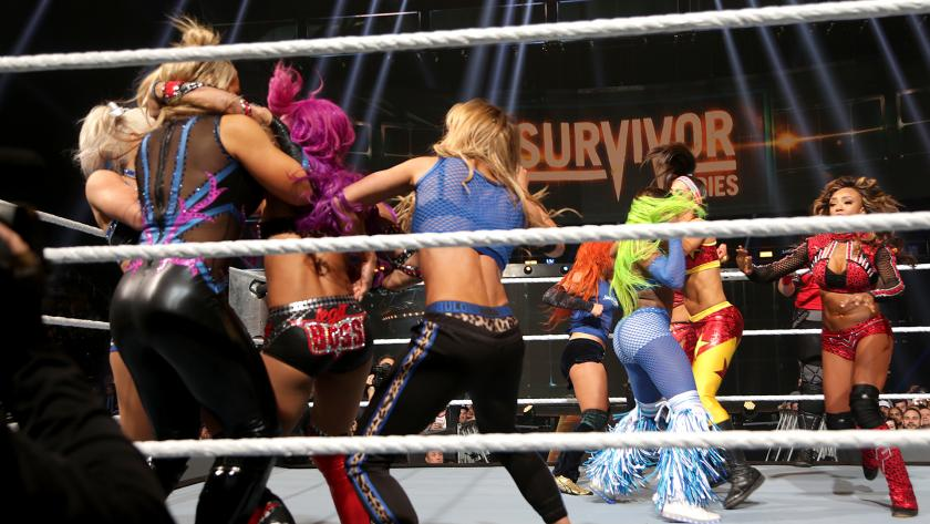 Lucha Eliminatoria Femenina Tradicional - Raw vs. SmackDown