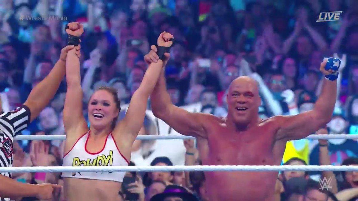 WWE WrestleMania 34 - Ronda Rousey y Kurt Anglevs. Stephanie McMahon y Triple H