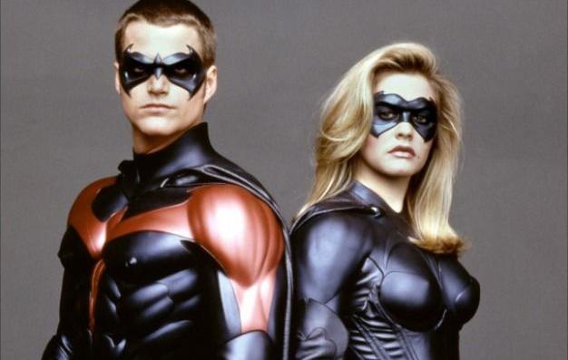 Alicia Silverstone como Batgirl