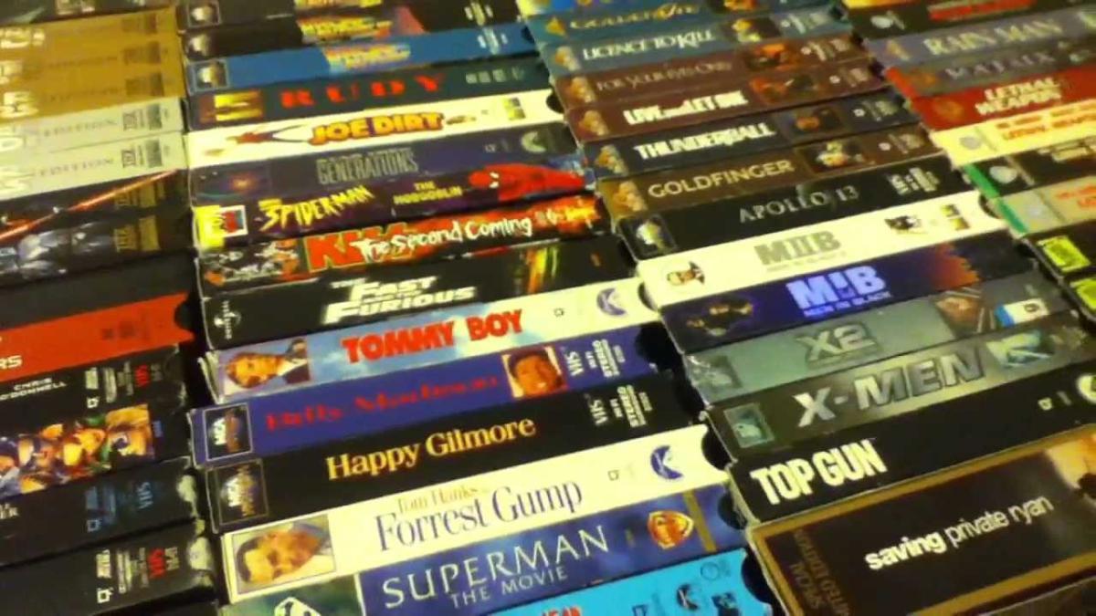 Este hombre tiene un paraíso de películas en VHS en el sótano de su casa