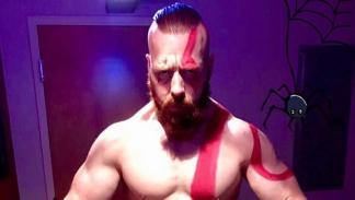 Sheamus se disfraza de Kratos por Halloween