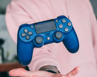 Sony DualShock 4 V2 in blue
