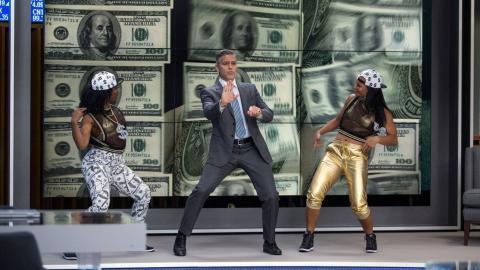 George Clooney en Money Monster bailando