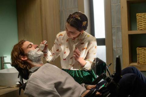 Sam Claflin y Emilia Clarke en Antes de ti