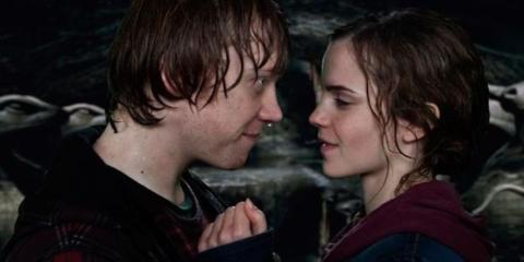Hermione y Ron beso