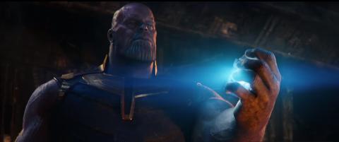 Thanos con la Gema del espacio en Vengadores: Infinity War
