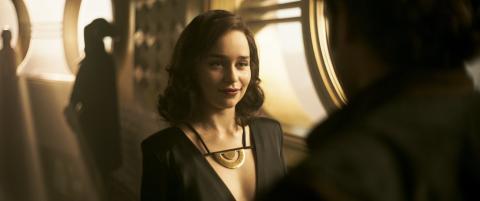 Emilia Clarke como Qi'ra en Han Solo: Una historia de Star Wars