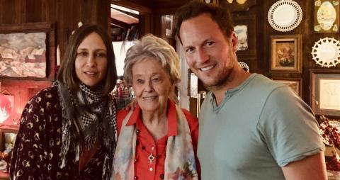 Vera Farmiga y Patrick Wilson con Lorraine Warren