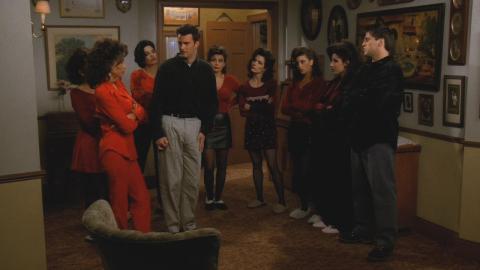 Chandler y la hermana de Joey