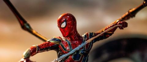 Vengadores Endgame - La espectacular figura de Spider-man con el traje Iron Spider