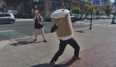 Comic Con 2019 - Cosplay vaso de Starbucks Juego de Tronos