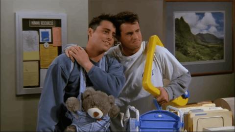 Friends - Las insinuaciones de que Chandler sea gay