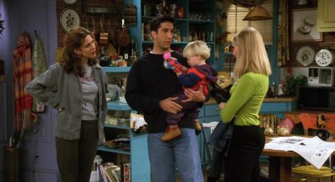 Friends - Ross no deja que Ben juegue con muñecas