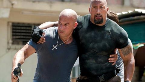 Vin Diesel y Dwayne Johnson en Fast & Furious 5
