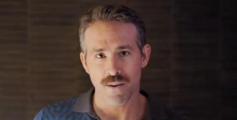 """Ryan Reynolds se ríe del famoso """"bigote de Superman"""" en un divertido anuncio"""