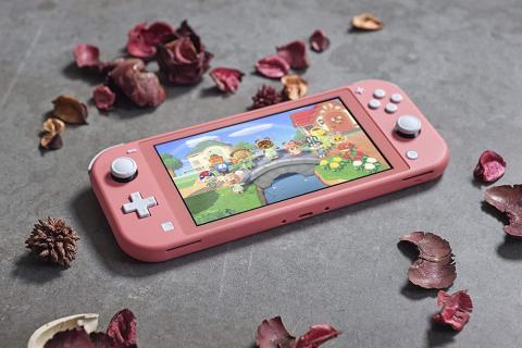 Nintendo Switch Lite en color coral