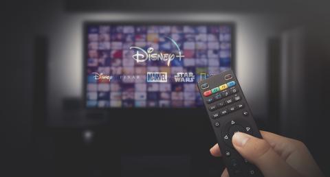 Una pantalla de televisión Con Disney Plus
