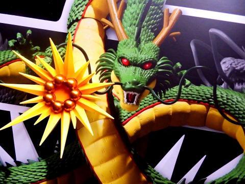 La figura gigante de Shenron en vídeo - SH Figuarts