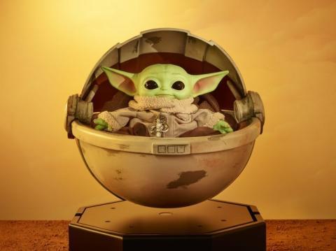 Baby Yoda en una cuna flotante de Mattel