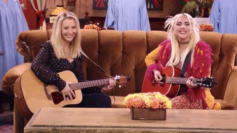 Lisa Kudrow con Lady Gaga en Friends: The Reunion