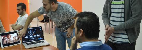 Roberto Yeste visita a los finalistas de ESNE y PlayStation First