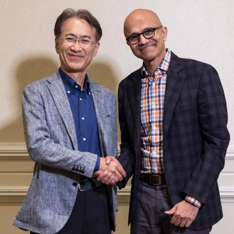 Kenichiro Yoshida y Satya Nadella