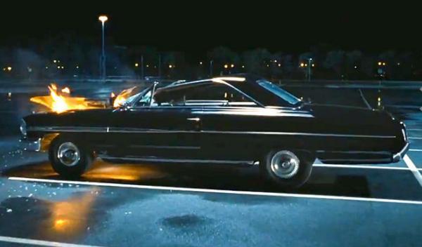 Ford Coupé de 1969 incendiado