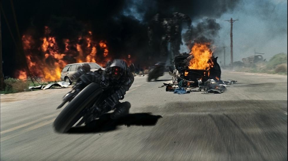 Terminator Salvation. la moto mutante ataca.