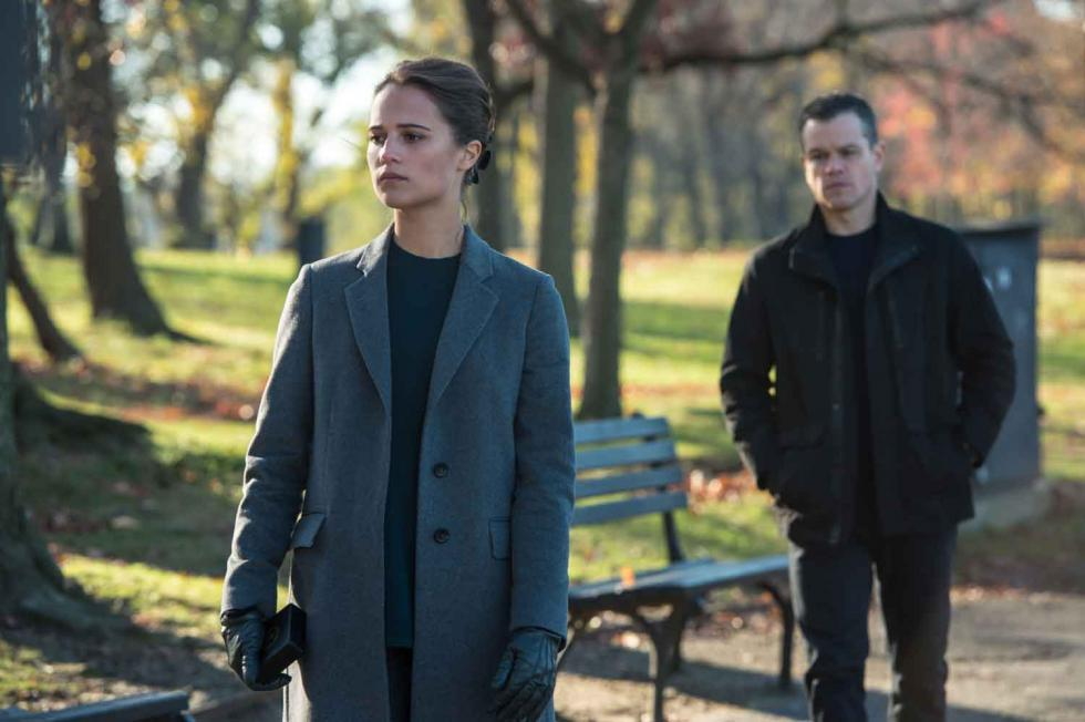 Alicia Vikander y Matt Damon en Jason Bourne