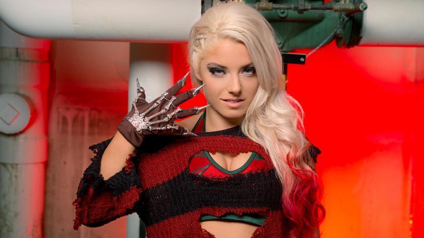 Alexa Bliss se disfraza de Freddy Krueger por Halloween