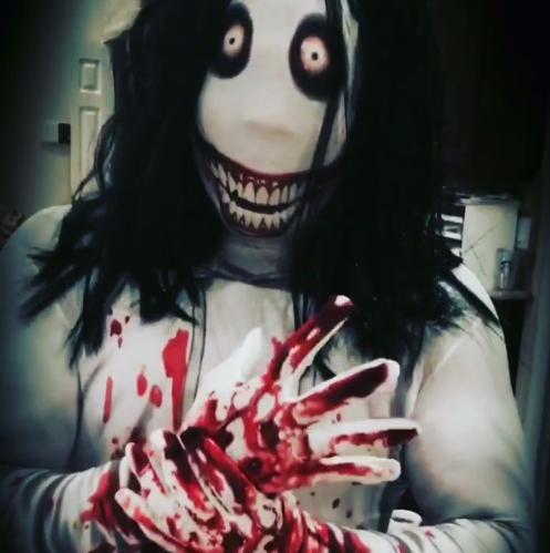 Kalisto se disfraza de asesino psicópata por Halloween