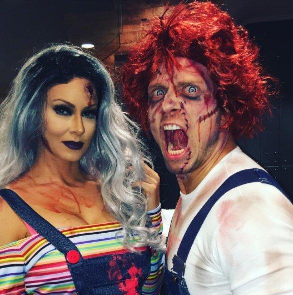 The Miz y Maryse se disfrazan de Chucky por Halloween