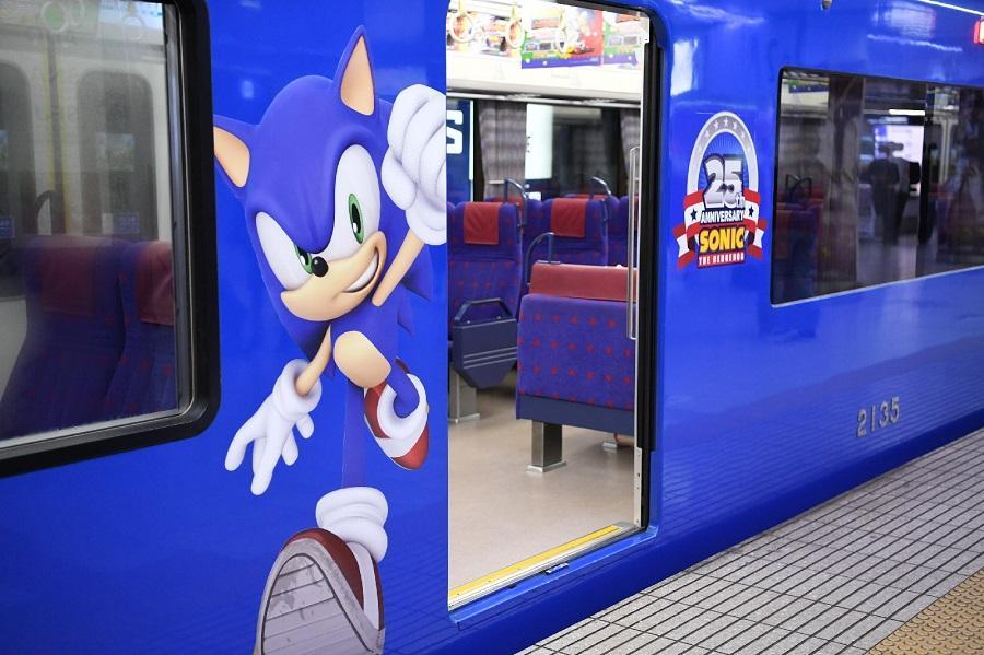 Sonic - Los trenes japonese se visten de él por su 25 aniversario