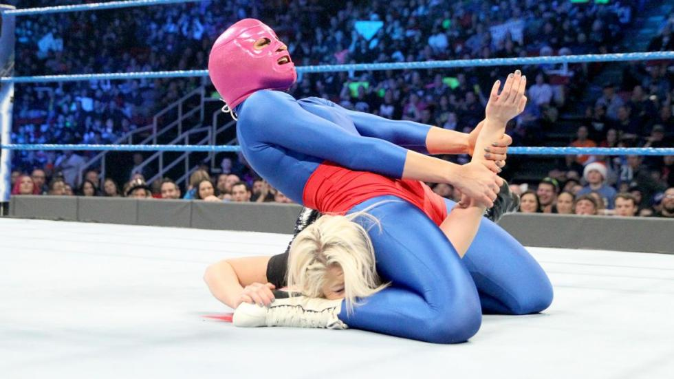 WWE - Becky Lynch debuta como La Lynchadora contra Alexa Bliss