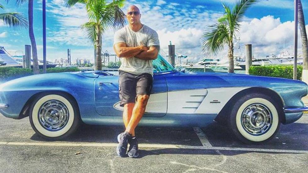 A Dwayne Johnson también le molan los cabrios clásicos