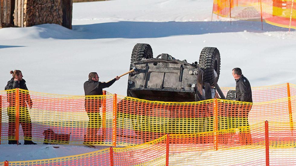 Un Land Rover Defender volcado en el rodaje de 'Spectre'