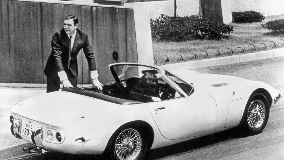 Sean Connery con un Toyota 2000 GT en 'Solo se vive dos veces', de 1967.