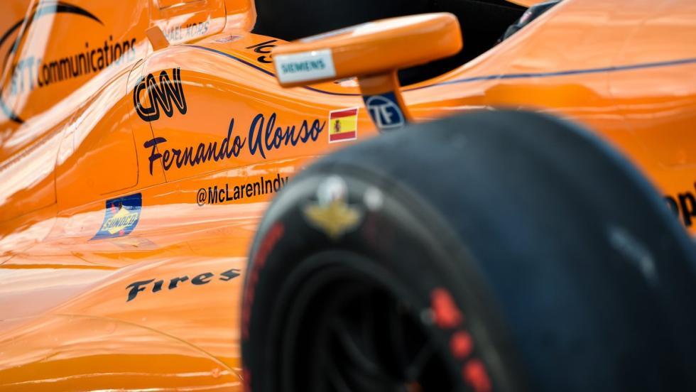 Lateral del Detalle de la zaga del El McLaren-Honda de Alonso en la Indycar