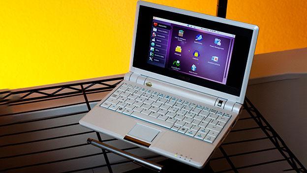 Asus Eee PC 701. Uno de los primeros Netbooks de Asus. Foto:Ashley Pomeroy.