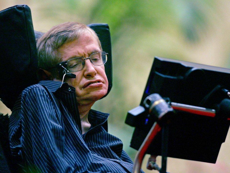 Stephen Hawking en su silla de ruedas.