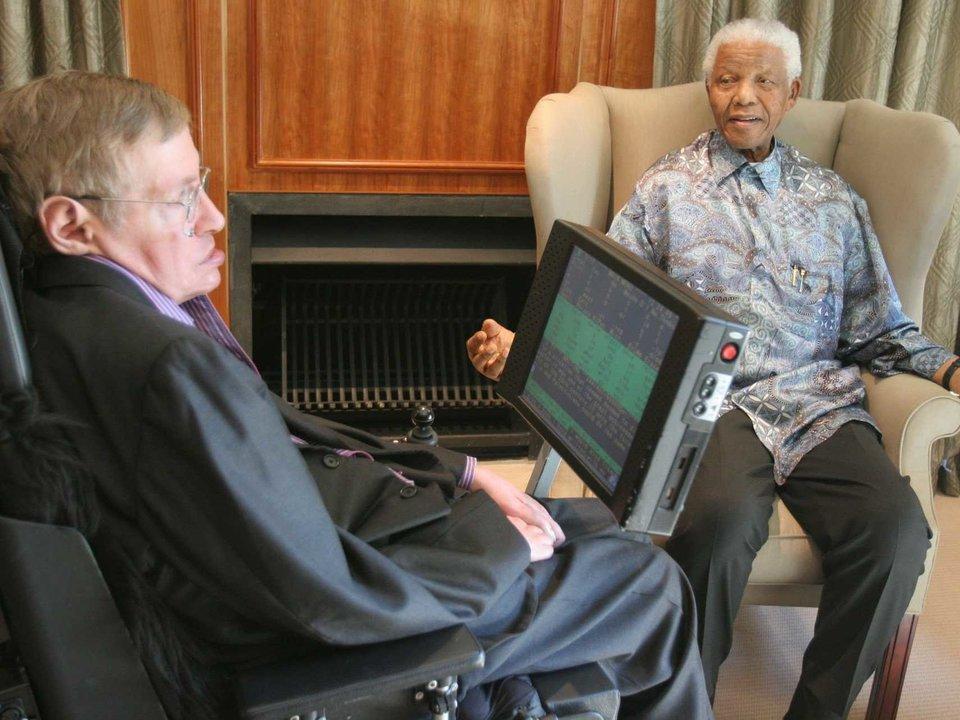 Stephen Hawking reunido con Nelson Mandela.
