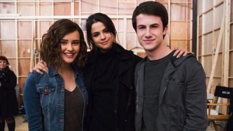 Selena Gomez, junto a los protagonistas de Por trece razones
