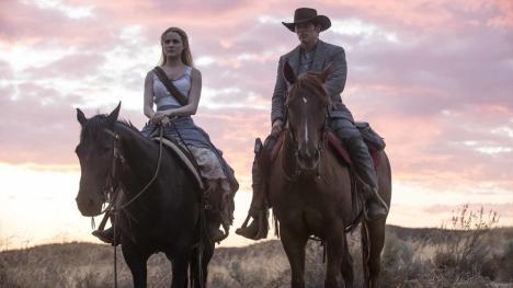 Evan Rachel Wood y James Marsden en la temporada 2 de Westworld
