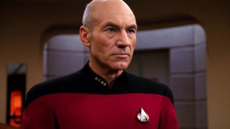 Patric Stewart como Jean-Luc Picard