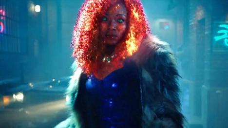 Anna Diop como Starfire en Titans